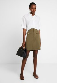 Cortefiel - PENCIL SKIRT WITH FRONT POCKETS - A-line skirt - greens - 1