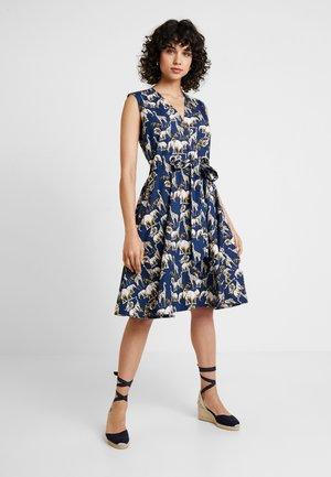 SLEEVELESS DRESS WITH BELT DETAIL - Korte jurk - beige/dark blue