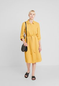 Cortefiel - TEXTURED STYLE DRESS - Robe chemise - yellows - 1