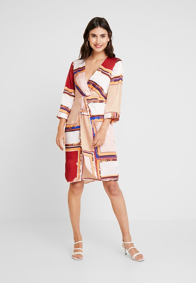 PRINTED DRESS WITH GATHERED FRONT - Vestido informal - multi-coloured