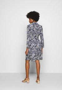 Cortefiel - PRINTED STYLE DRESS - Vestido camisero - blue - 2