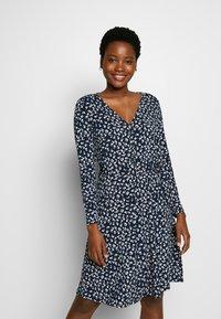 Cortefiel - PRINTED DRESS WITH BELT - Vestido ligero - multicoloured - 0