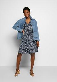 Cortefiel - PRINTED DRESS WITH BELT - Vestido ligero - multicoloured - 1