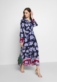 Cortefiel - PRINTED V-NECK LONG DRESS WITH CONTRAST AND CUFFS - Vestido largo - blue - 1