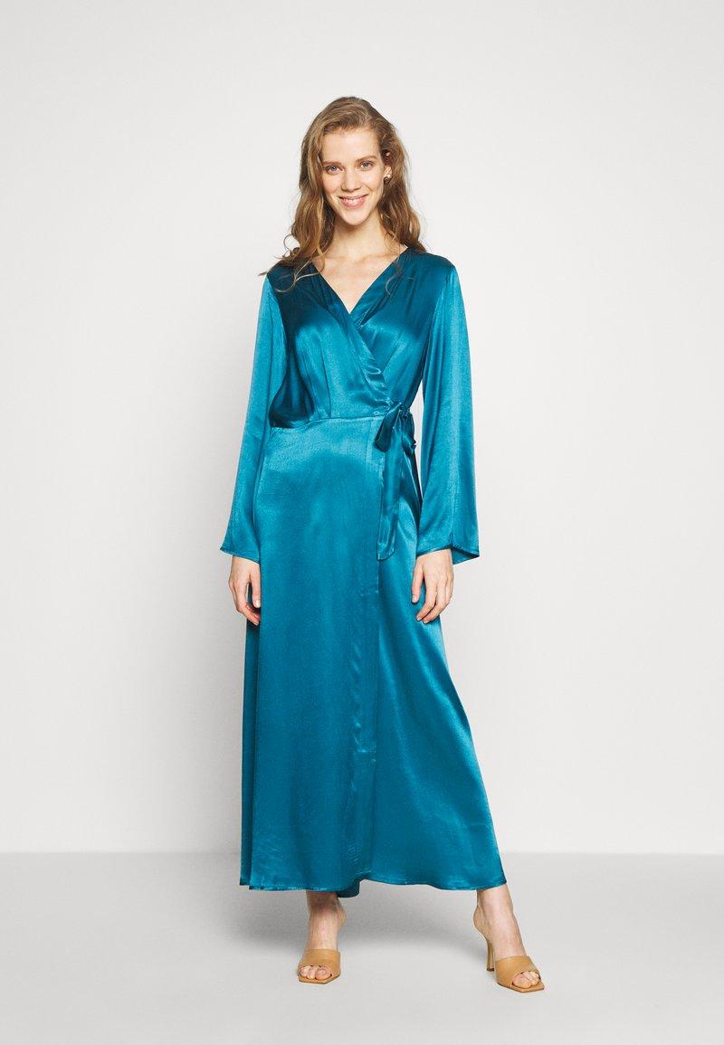 Cortefiel - WRAP LONG DRESS - Iltapuku - medium blue