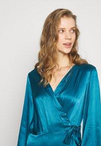 Cortefiel - WRAP LONG DRESS - Iltapuku - medium blue - 3