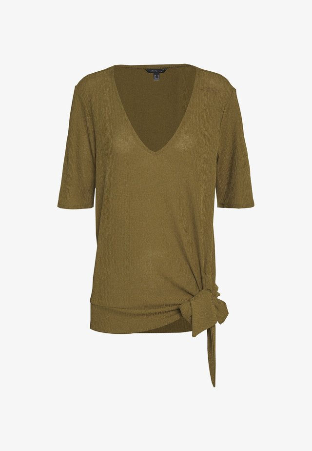 V NECK WITH SIDE KNOT - Camiseta estampada - dark khaki