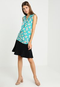 Cortefiel - SLEEVELESS WITH GATHERED FRONT - Bluser - turquoise - 1