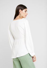 Cortefiel - V NECK BUTTONED BLOUSE WITH UNEVEN HEM - Blusa - white - 2