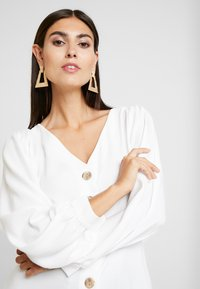 Cortefiel - V NECK BUTTONED BLOUSE WITH UNEVEN HEM - Blusa - white - 3