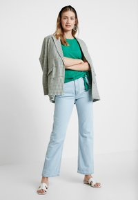 Cortefiel - SLEEVELESS WITH SIDE KNOT DETAIL IN HEM - Blusa - greens - 1