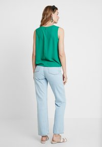 Cortefiel - SLEEVELESS WITH SIDE KNOT DETAIL IN HEM - Blusa - greens - 2