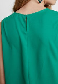 Cortefiel - SLEEVELESS WITH SIDE KNOT DETAIL IN HEM - Blusa - greens - 3