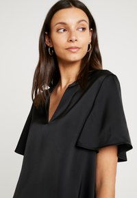 Cortefiel - V-NECK BLOUSE WITH FRILLED SLEEVES - Blusa - black - 4