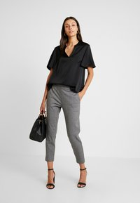 Cortefiel - V-NECK BLOUSE WITH FRILLED SLEEVES - Blusa - black - 1