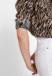 Cortefiel - PRINTED BLOUSE - Bluser - beige/camel - 5