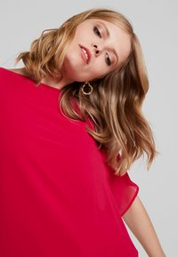 Cortefiel - CREW NECK  AND OVERSIZED - Bluser - pink - 3