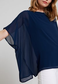 Cortefiel - CREW NECK  AND OVERSIZED - Blusa - marine blue - 5