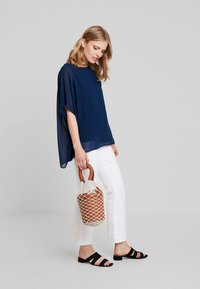 Cortefiel - CREW NECK  AND OVERSIZED - Blusa - marine blue - 1