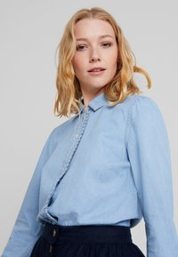 Cortefiel - BASIC WITH FRILLED PIPING - Camisa - blues - 4