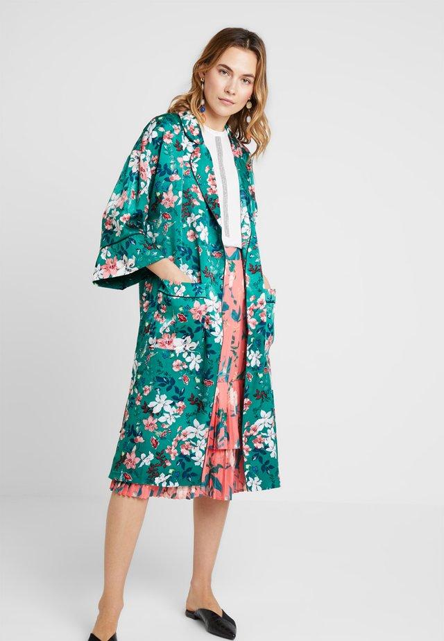 LONG FLOWER PRINT KIMONO - Lett jakke - greens