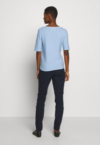 Cortefiel - NECK JUMPER - Camiseta estampada - light blue - 2