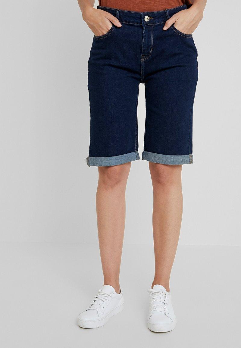 Cortefiel - BASIC BERMUDA - Jeans Short / cowboy shorts - blues