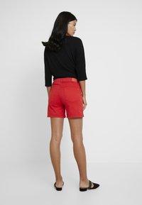 Cortefiel - BASIC - Shorts vaqueros - red - 2