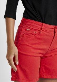 Cortefiel - BASIC - Shorts vaqueros - red - 3