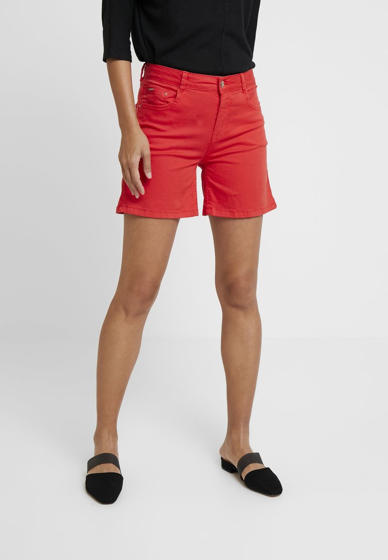 Cortefiel - BASIC - Jeansshorts - red