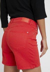 Cortefiel - BASIC - Shorts vaqueros - red - 5