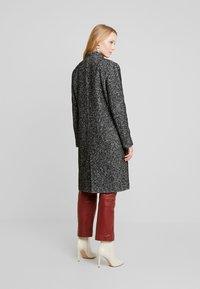 Cortefiel - HERRINGBONE LONG TAILORED COAT - Abrigo - greys - 2