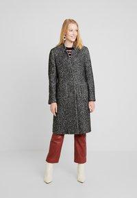 Cortefiel - HERRINGBONE LONG TAILORED COAT - Abrigo - greys - 0