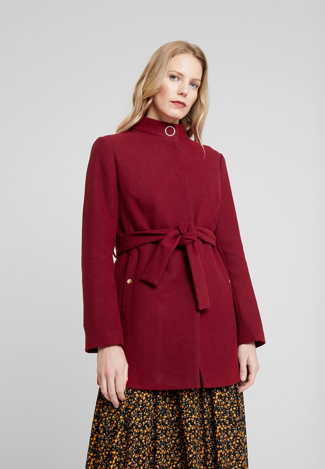 BELTED SHORT COAT - Abrigo corto - red