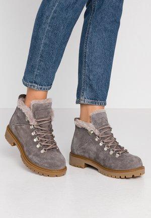 7007 - Zimní obuv - dark grey