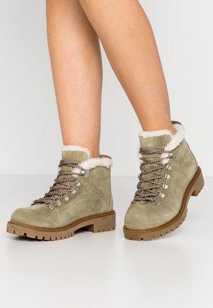 7007 - Zimní obuv - khaki