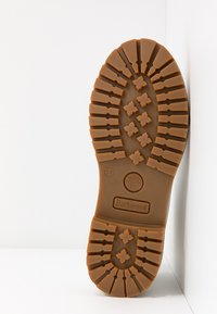 Darkwood - Kotníková obuv - white - 6