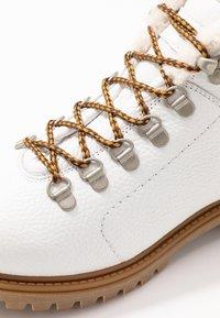 Darkwood - Kotníková obuv - white - 2