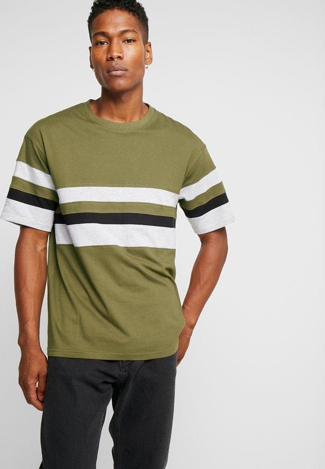 CALGER  - Print T-shirt - khaki