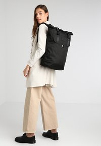 Doughnut - CHRISTOPHER - Rucksack - black