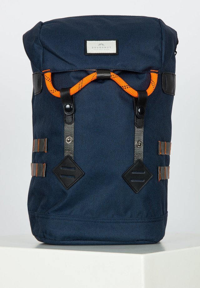 Tagesrucksack - navy/orange