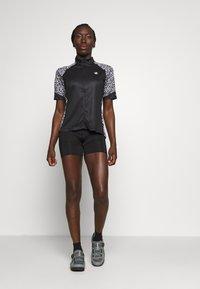 Dare 2B - ELABORATE - T-Shirt print - black/white zoo - 1