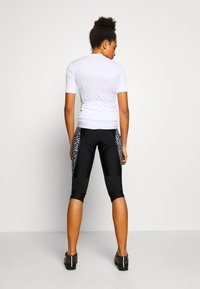 Dare 2B - WORLDLY CAPRI - 3/4 sportsbukser - black/white - 2