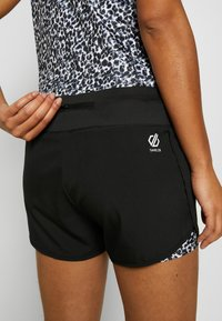 Dare 2B - OUTRUN - Friluftsshorts - black - 5