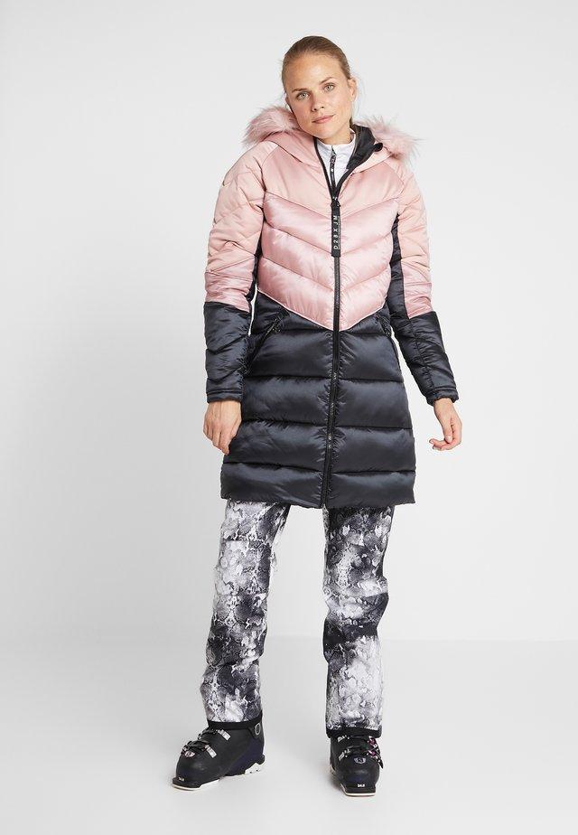 BARONESS PARKA - Ski jacket - blush