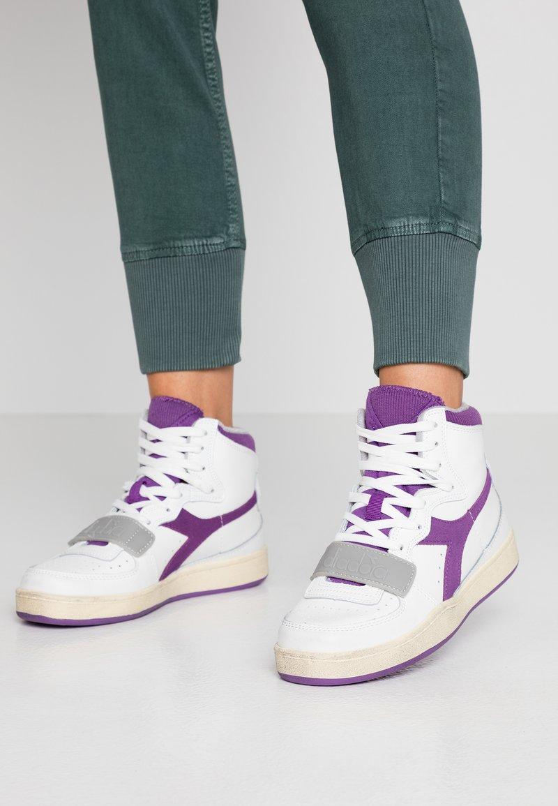 Diadora - BASKET USED - Sneakersy wysokie - white/imperial lilac