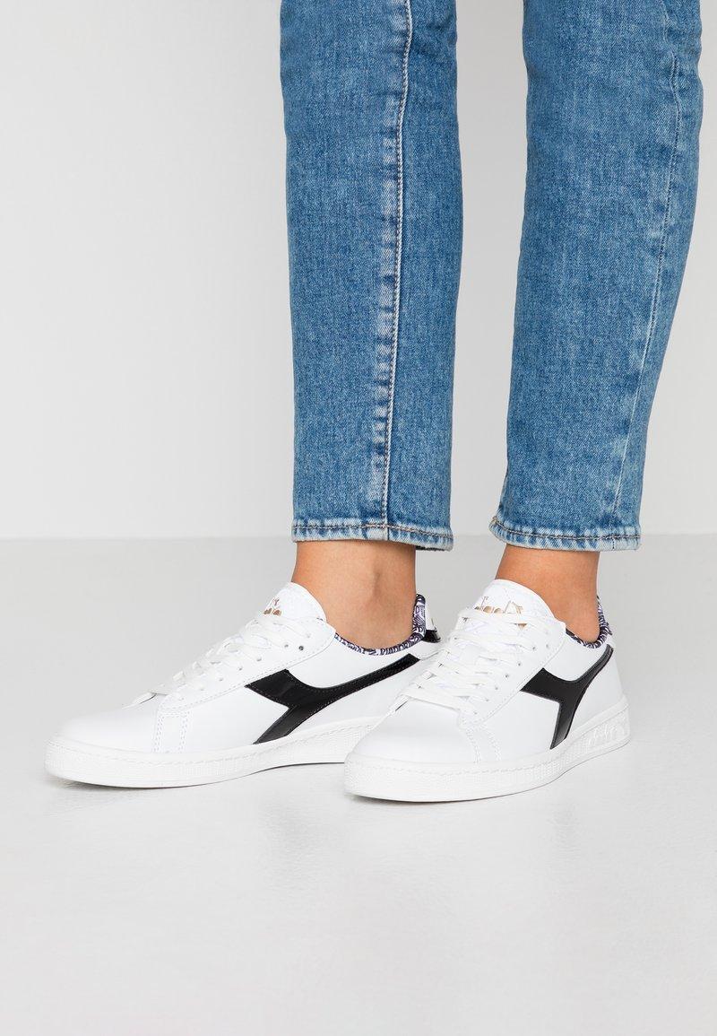 Diadora - GAME CHARM - Sneakersy niskie - white /black