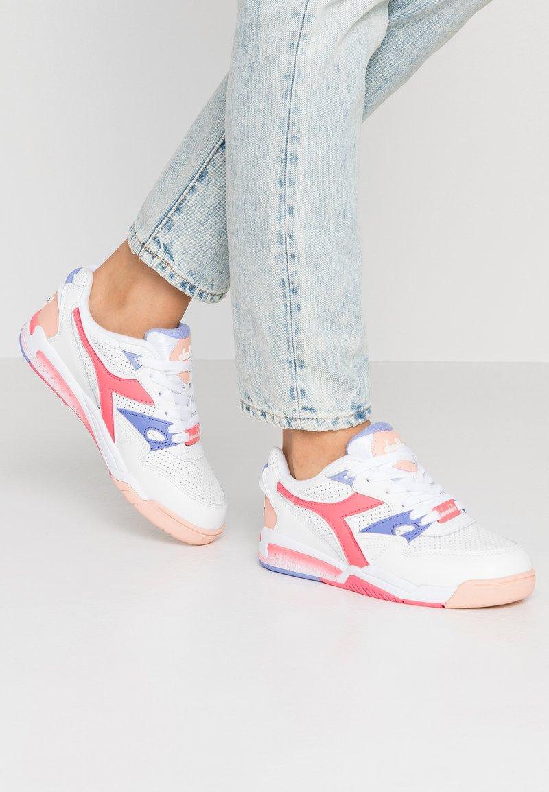 Diadora - REBOUND ACE - Sneaker low - super white /calypso coral