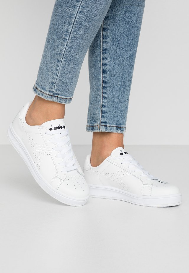 MARTIN - Sneakersy niskie - white
