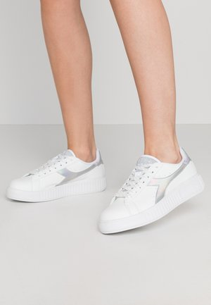 GAME STEP SHINY - Trainers - bianco/argento